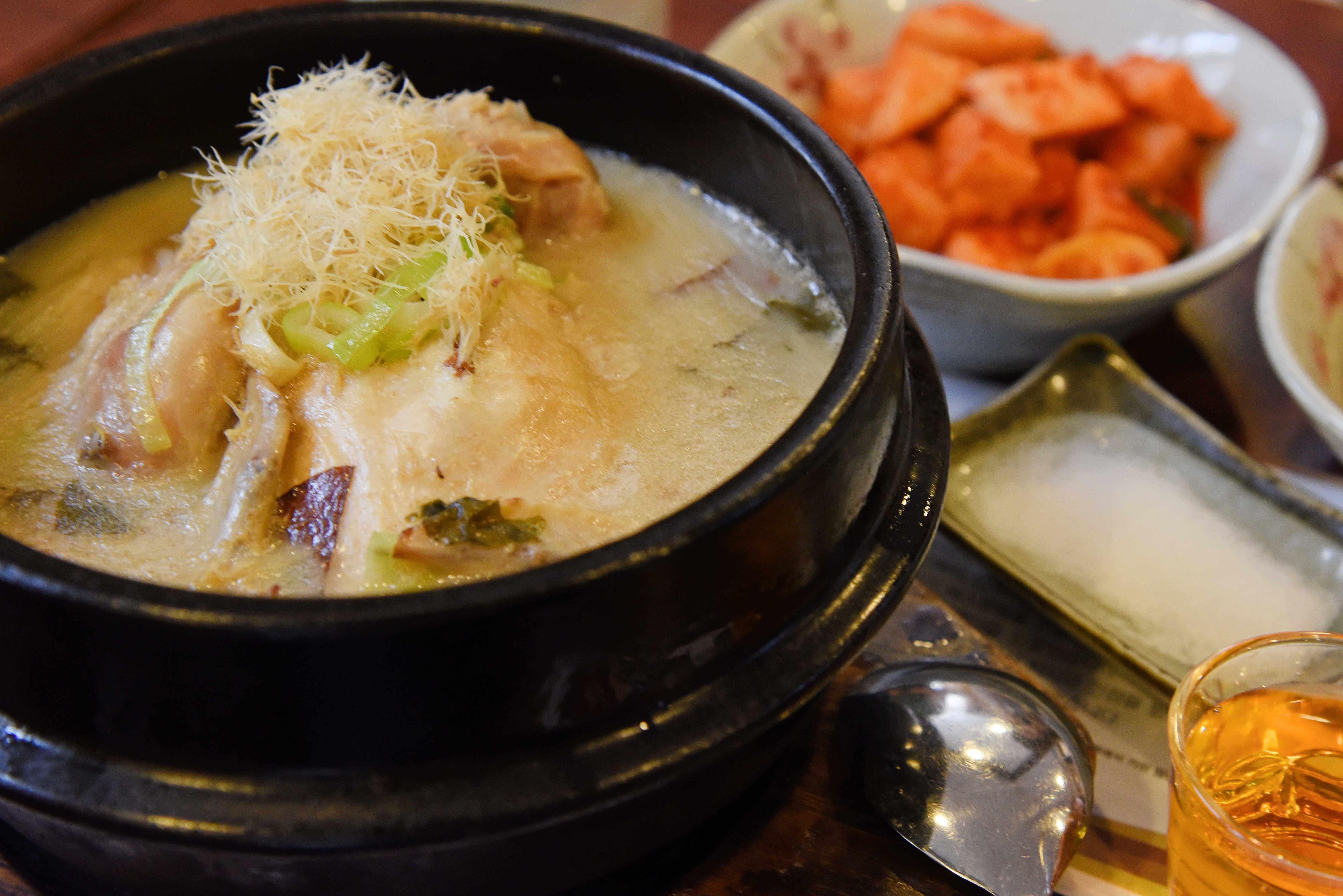 【韓國。首爾】景福宮站必吃-三大人蔘雞湯店之一的「皇后名家蔘雞湯」